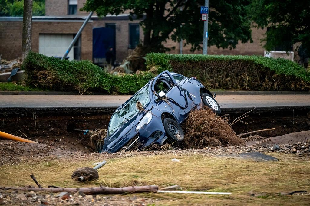 Deaths from floods in Germany and Belgium rise to 160