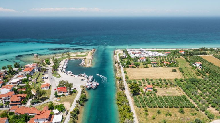 Greece wants COVID certificates for travel to islands from Monday