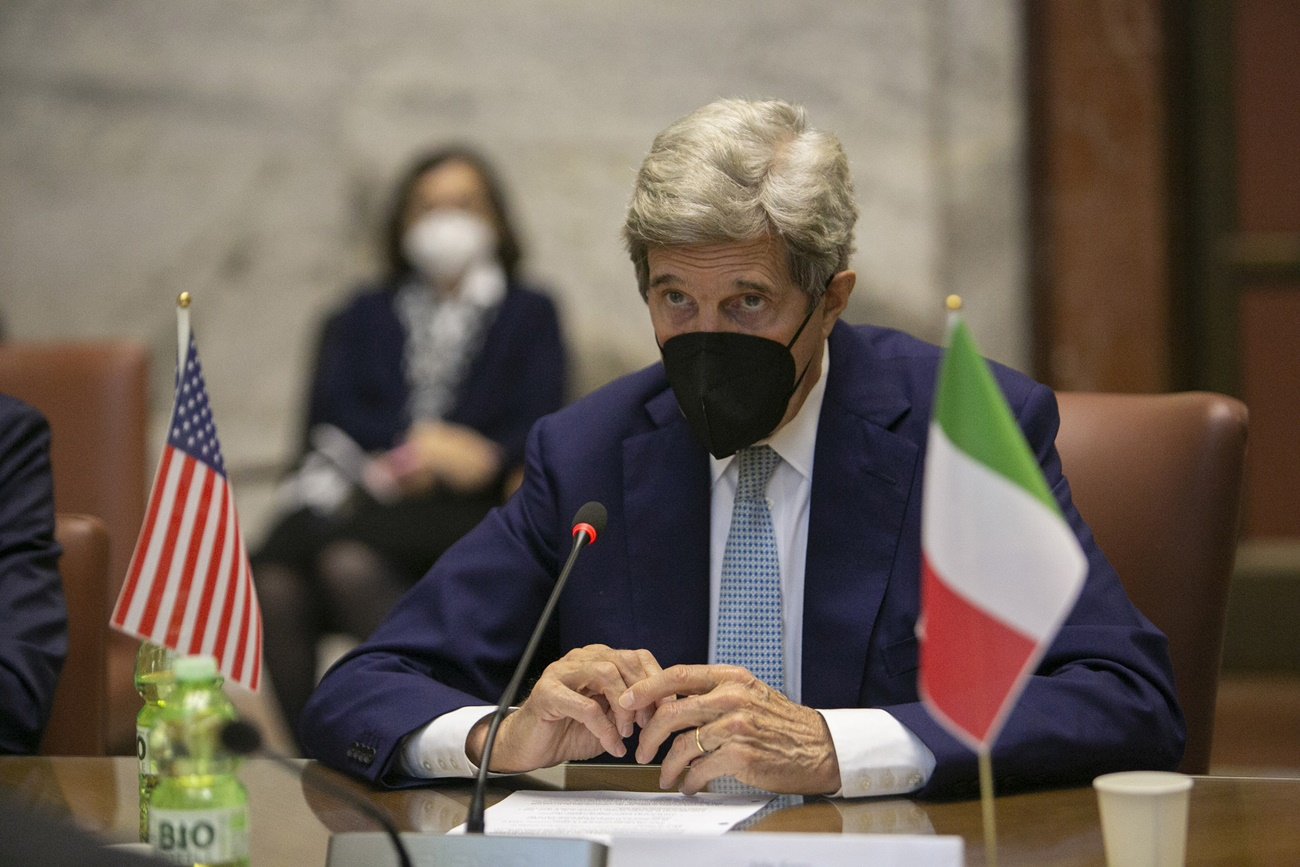 Kerry returns to Italy for the G20 summit in Naples, but not only.  All fronts are open