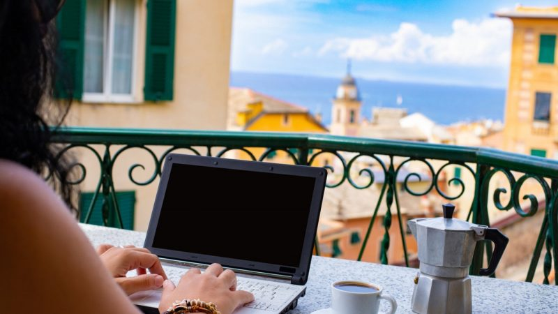 Staying in Italy, but working for a foreign company: How smart work encourages international relations