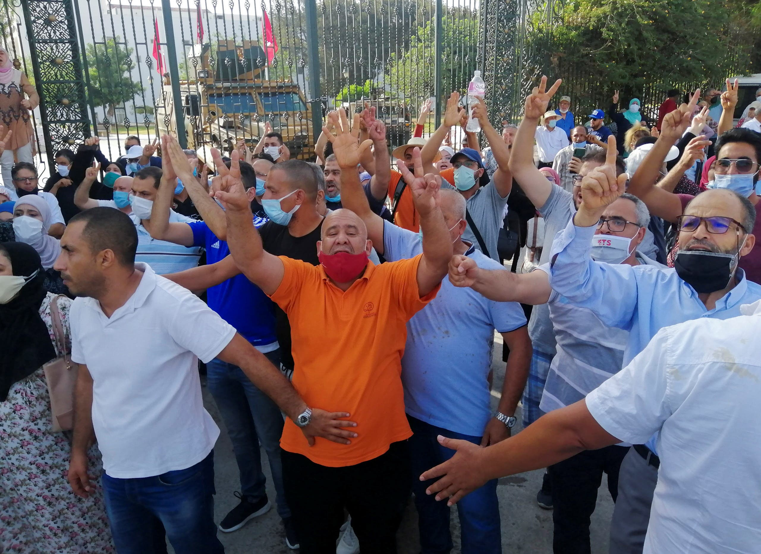 Stones were thrown at Ghannouchi's convoy in front of the Tunisian Parliament