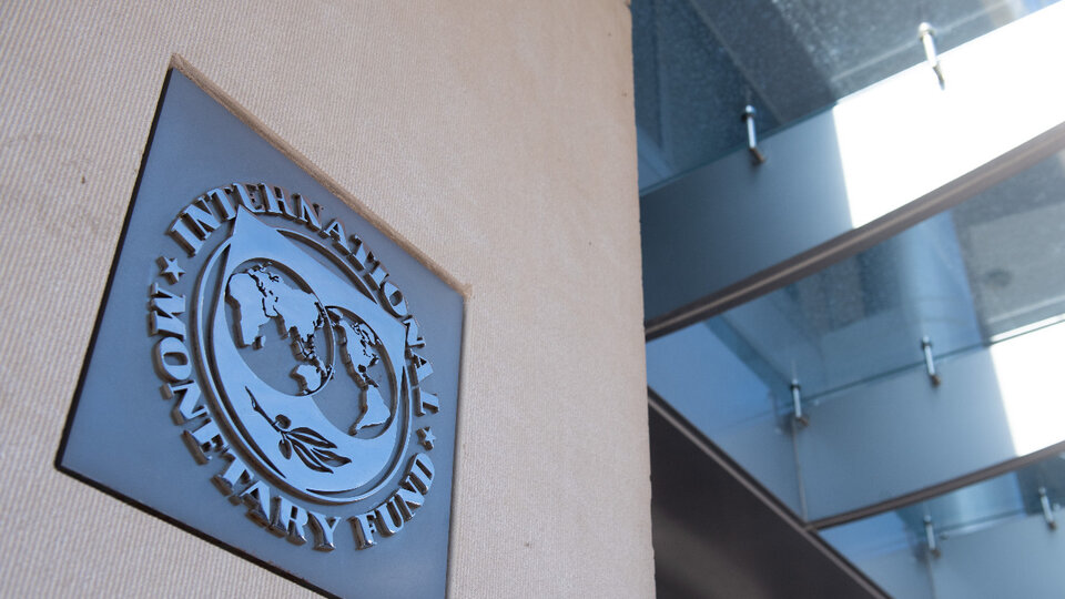 What is Martin Guzman looking for in negotiations with the International Monetary Fund    gradient or shock