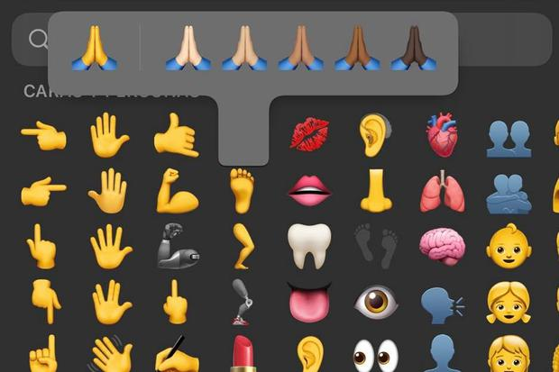 Find out the true meaning of hands together on WhatsApp and when to use them.  (Photo: mag)