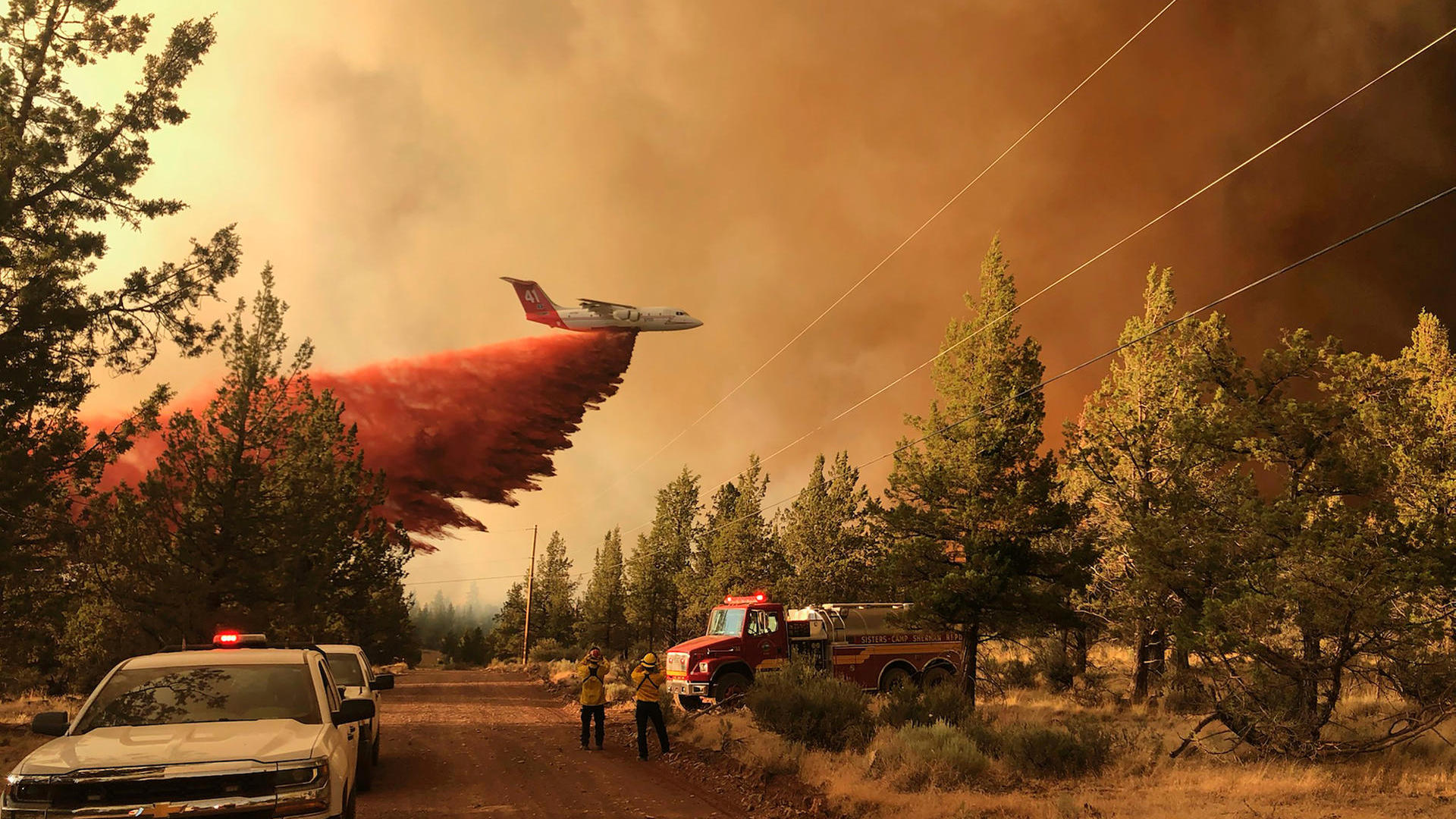 Wildfires in the United States of America: Authorities warn of tornadoes