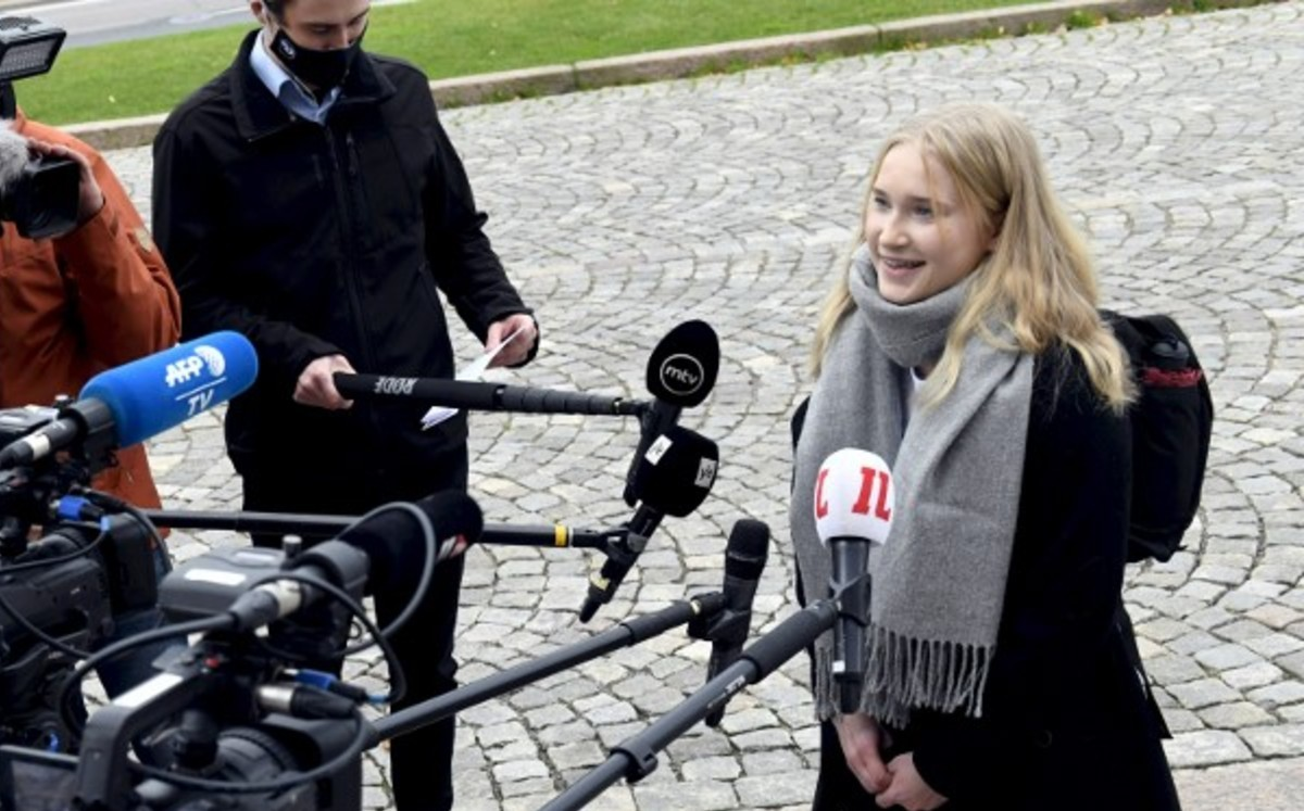 Finland.  Prime Minister gives up her post for one day to 16 years