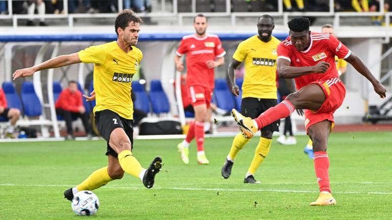 Taiwo Awoniyi (right) of 1. FC Union Berlin scores 3-0 against Kuopion PS, Paulo Ricciardo too late (Photo: Matthias Koch / dpa)