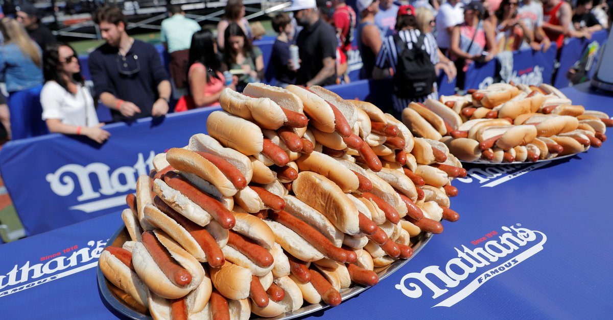 According to a study, 36 minutes of life are lost for every sausage eaten