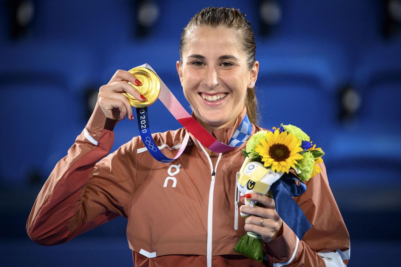 Belinda Pensik awards gold to Switzerland