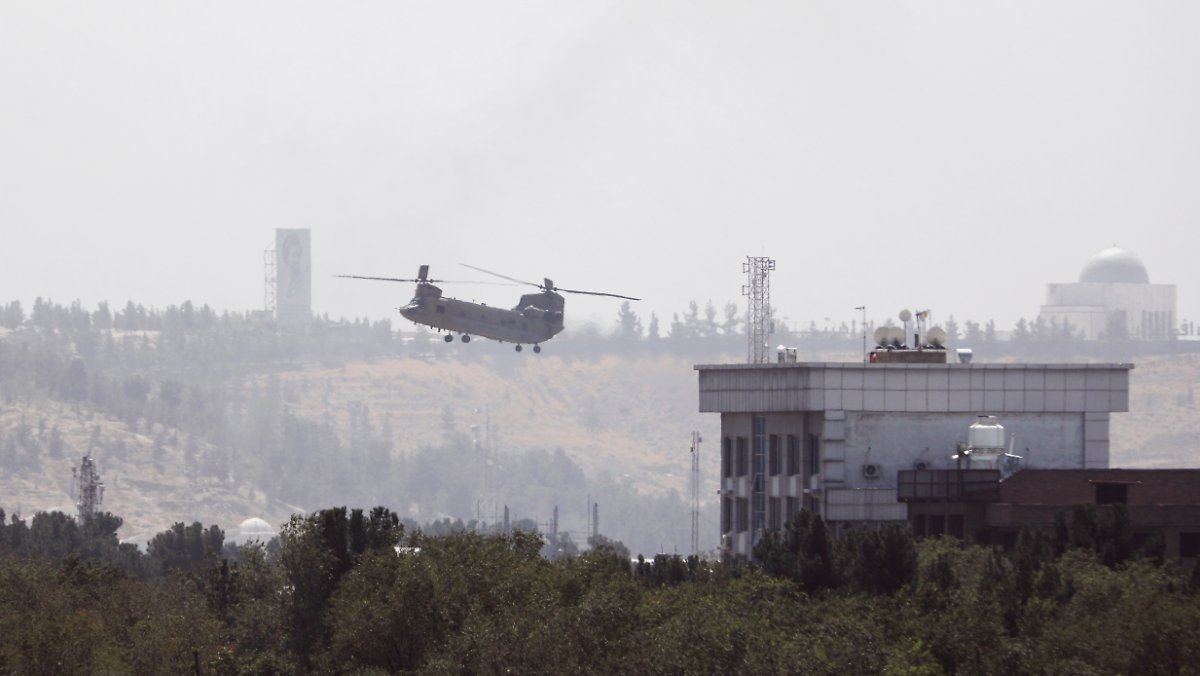 Chaos in Kabul: US rescues 169 people by helicopter