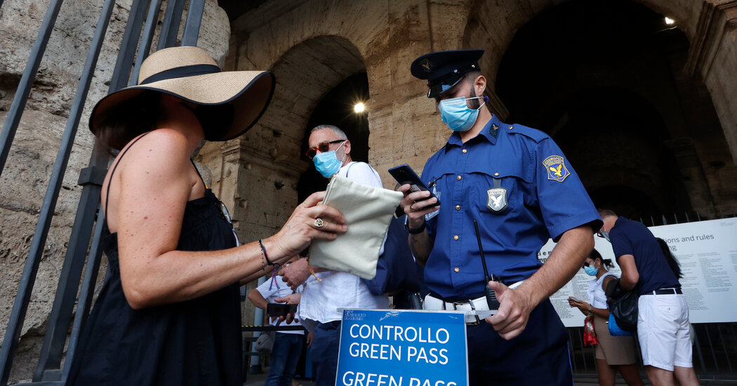 """Italians (mostly) embrace the """"green corridor"""" of vaccination testing on its first day"""