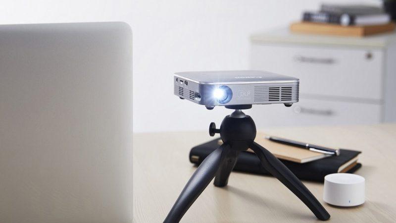 Proyektor nirkabel mini buat hiburan lebih maksimal di rumah
