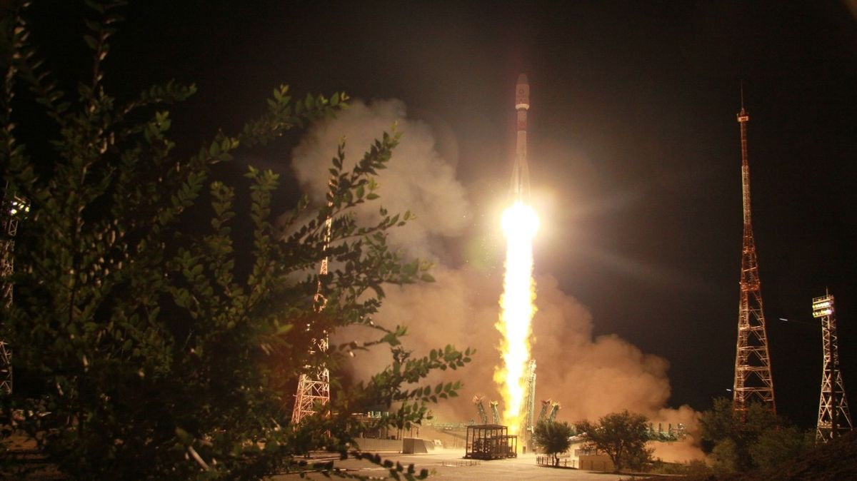 The Russian rocket has launched another OneWeb satellite for a network that will allow access to the Internet