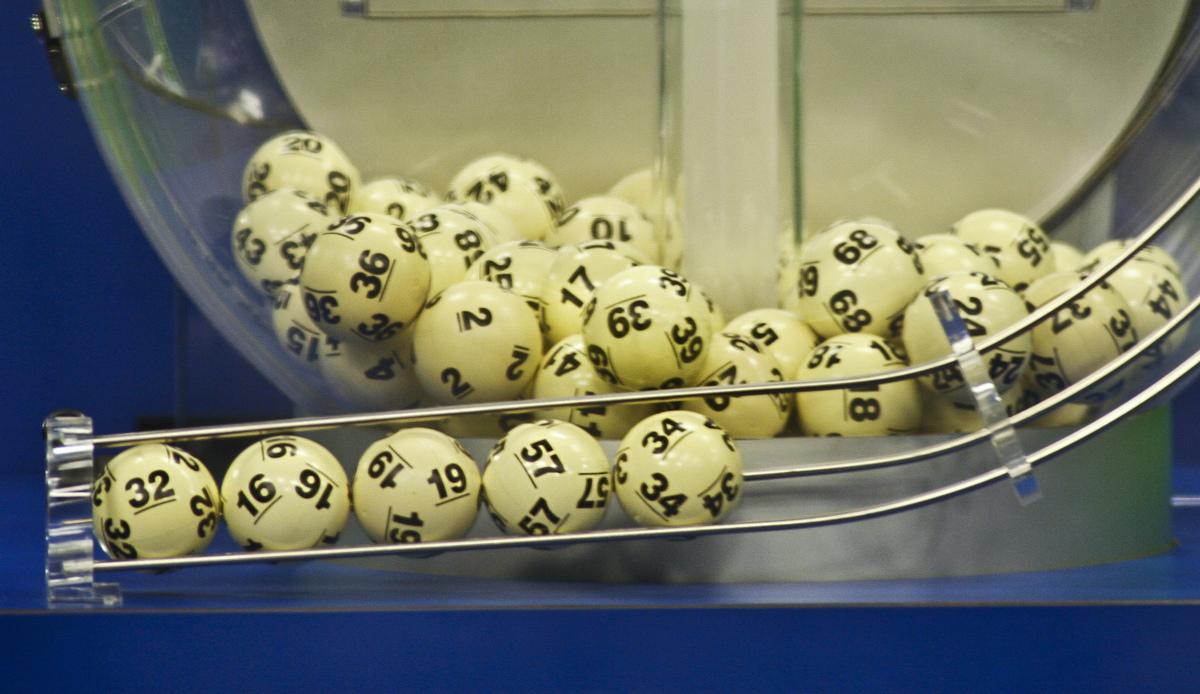 Unemployed cleaner wins Australian lottery millionaire prize