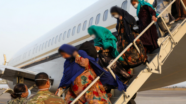 Afghanistan, the bridge with the US continues in Sigonella: Another 550 refugees have arrived