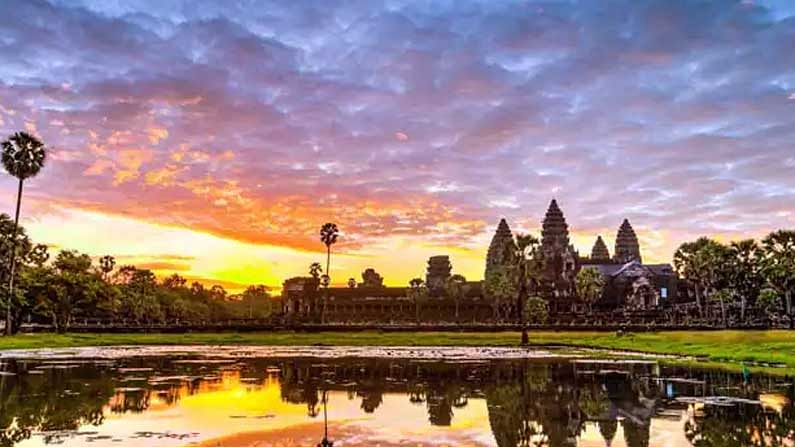 Cambodia: Cambodia is also one of the cheapest holiday destinations in the world.  Angkor Wat stone temple is the most famous here.  Other tourist attractions in Cambodia include the Royal Palace and the National Museum.  Here the value of our rupee is equal to 57.34 Cambodian riyals.