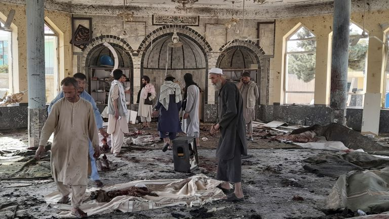 Mosque explosion in Afghanistan, killing and wounding (photos / video)