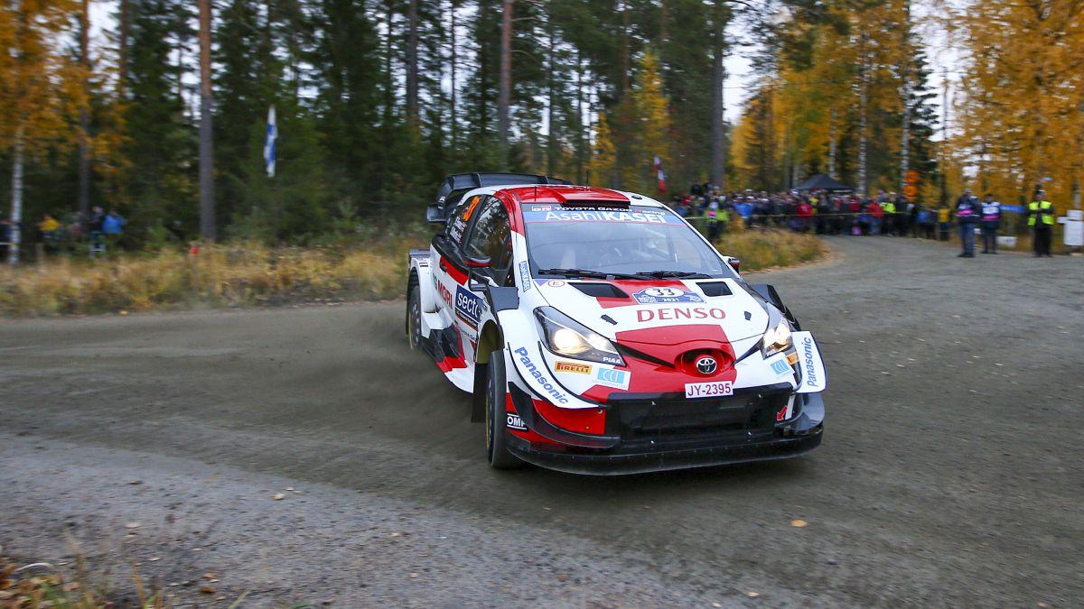 Elvin Evans turns the score in Finland
