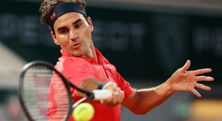 Haas does not expect Federer to return until March or April