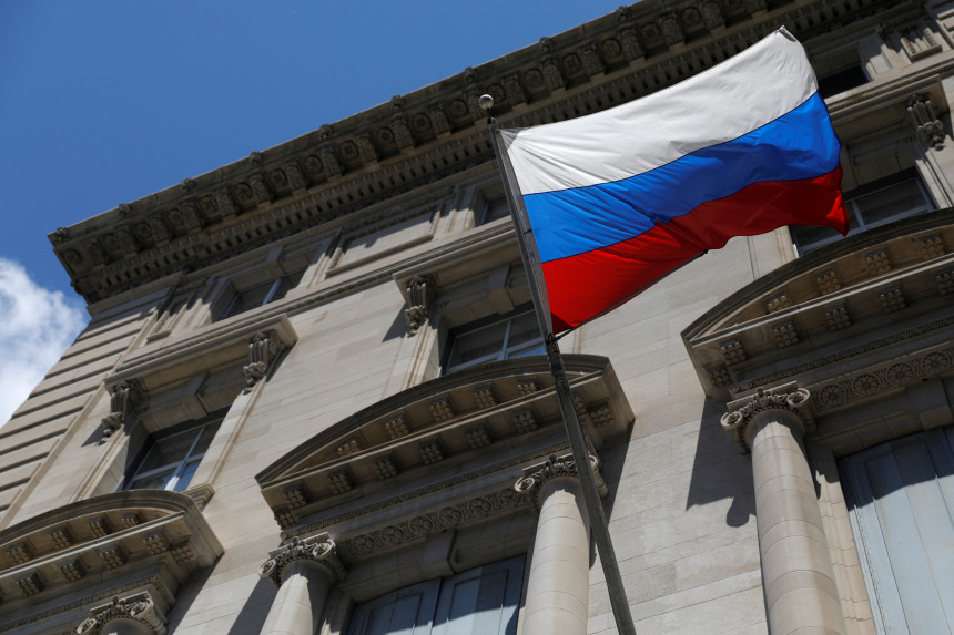 The United States threatens to expel up to 300 Russian diplomats